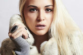 Beautiful blond woman Girl in Mink Fur Coat.winter fashion — Stock Photo