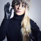 毛皮帽的女人 — 图库照片