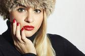 毛皮の帽子の女 — ストック写真