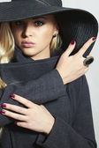 Beautiful Blond Woman in Hat. Fashionable Lady in Topcoat. Elegance Beauty Girl. Spring Collection — Stock Photo