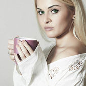 Beautiful blond woman drinking Coffee. Cup of tea. Hot drink. Morning — Stock Photo