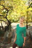 Girl and autumn — Stock Photo
