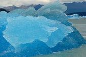 Niebieski lodowej w jeziorze argentino w pobliżu lodowiec upsala. — Zdjęcie stockowe
