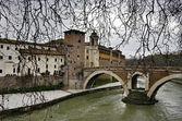 Ponte Fabricio and island Isola at the Tiber river, Rome, Italy. — Stock Photo
