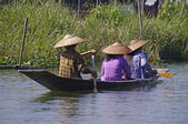 Boat with three peoples on Inle Lake. — Stock Photo