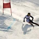 Brasov-Rumänien - Europäischen Olympischen Jugend --Winterfestival 2013. Junge Skirennläufer während ein Slalom-Wettbewerb — Stockfoto