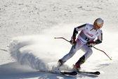 Festival invernale di brasov romania - olimpica gioventù europea - 2013. giovane sciatore durante una gara di slalom. — Foto Stock