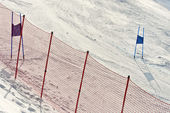 Ski gates with red and blue flags — Zdjęcie stockowe