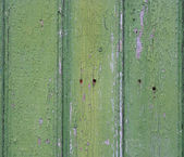 Soyulması boya ile eski bir çit. yeşil boyalı ahşap adam eski — Stok fotoğraf