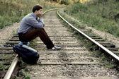 человек на железной дороге. — Стоковое фото