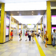 OSAKA, JAPAN - AUGUST 08: People across Tennoji subway station in August 08 2013, one of the busiest in Osaka — Foto Stock