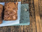 Brownies de chocolate & mesa de madera (1) — Foto de Stock