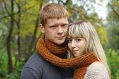 肖像画のカップル秋の秋のシーズン — ストック写真