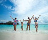 Family on the beach — Foto de Stock