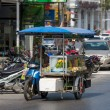 Street vendors goes to work — Stockfoto