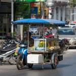 Street vendors goes to work — Stockfoto