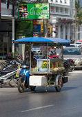 Street vendors goes to work — Stock Photo
