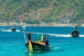 Thai longtail boats with tourists — Stockfoto