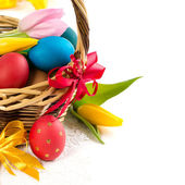 Easter basket with Easter Eggs and tulips — Stock fotografie