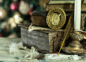 Old books and vintage clock on Christmas background. New year card in retro style. — Stock Photo