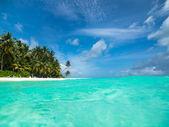 Perfect tropical island paradise beach — Stock Photo
