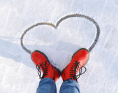 Heart on the snow — 图库照片