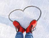 Kar üzerinde kalp — Stok fotoğraf
