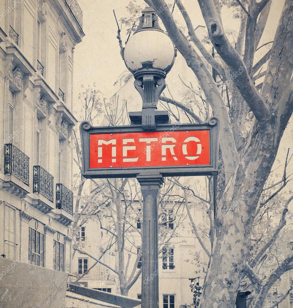 pariser metro u bahn schild mit retro vintage instagram stil federbelasteter redaktionelles. Black Bedroom Furniture Sets. Home Design Ideas