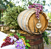 Barrel of wine with grape cones — Stock Photo