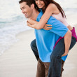 Young happy couple holding hands on beach — ストック写真