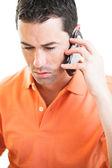Ledsen man talar i mobiltelefon — Stockfoto