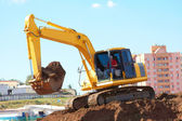 Excavator Loading Scoop Of Soil — Stock Photo