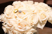Wedding Rings On White Roses — Stock Photo