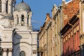 考纳斯圣米迦教会和老房子 — 图库照片