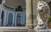 Marble lion at the Vorontsov Palace near Alupka — Stock fotografie