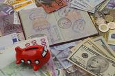 Avión viaje pasaporte y dinero — Foto de Stock