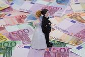 Brudparet och pengar — Stockfoto
