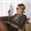 Woman relaxes — Stockfoto