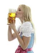 Femme avec chope de bière — Photo