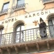 Disguised person in Venice — Stock Video