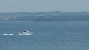 Barco en el océano — Vídeo de stock
