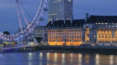 лондонский глаз в ночное время — Стоковое видео