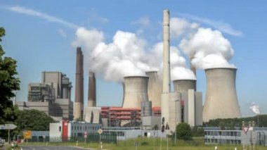 Power plant with huge cooling towers — Stock Video