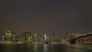 Manhatten skyline brookly köprüsü — Stok video