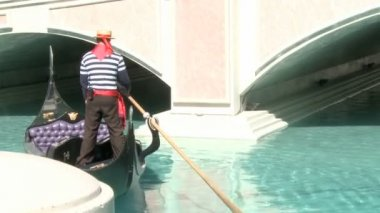 Gondolier in Las Vegas — Stockvideo