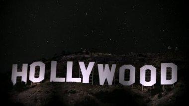 Hollywood-skylten spotlight — Stockvideo