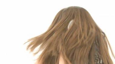 Mujer escuchando música lenta — Vídeo de stock