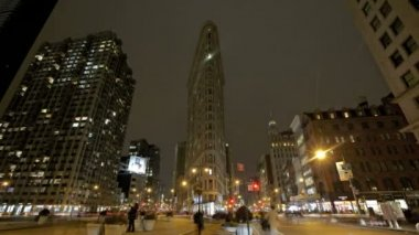 Crossing at Flatiron Building — Stok video