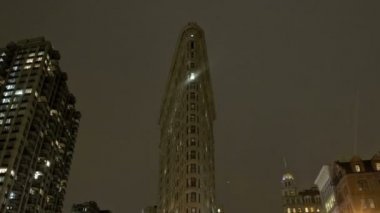 Crossing at Flatiron Building — ストックビデオ