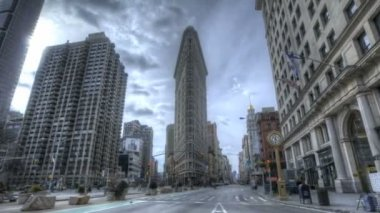 Crossing at Flatiron Building — Stock Video